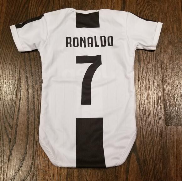 purchase cheap e22d2 3ad92 Juventus baby soccer Jersey Cristiano Ronaldo #7